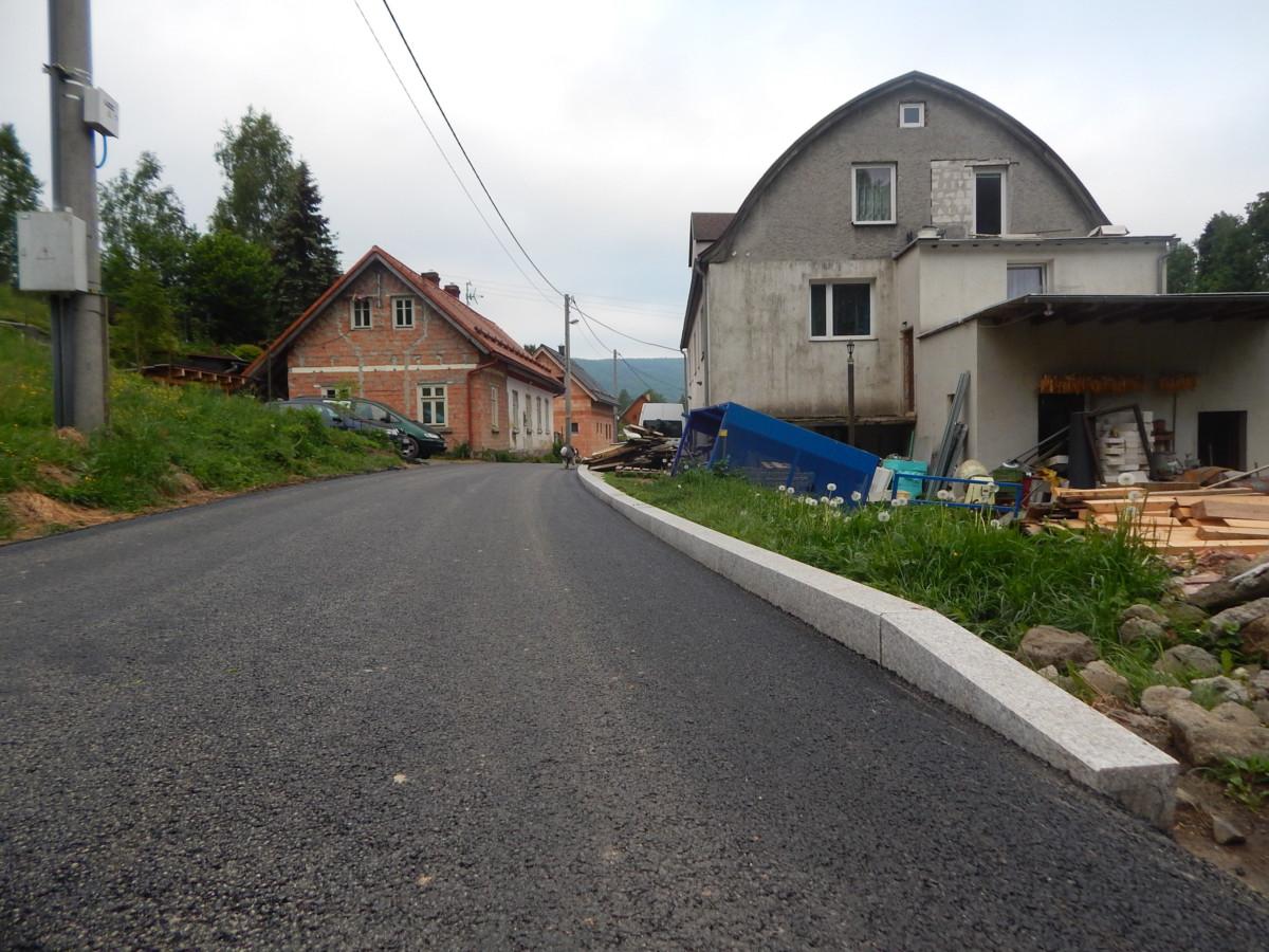 Oprava cesty k bývalé školce a dále do lesa