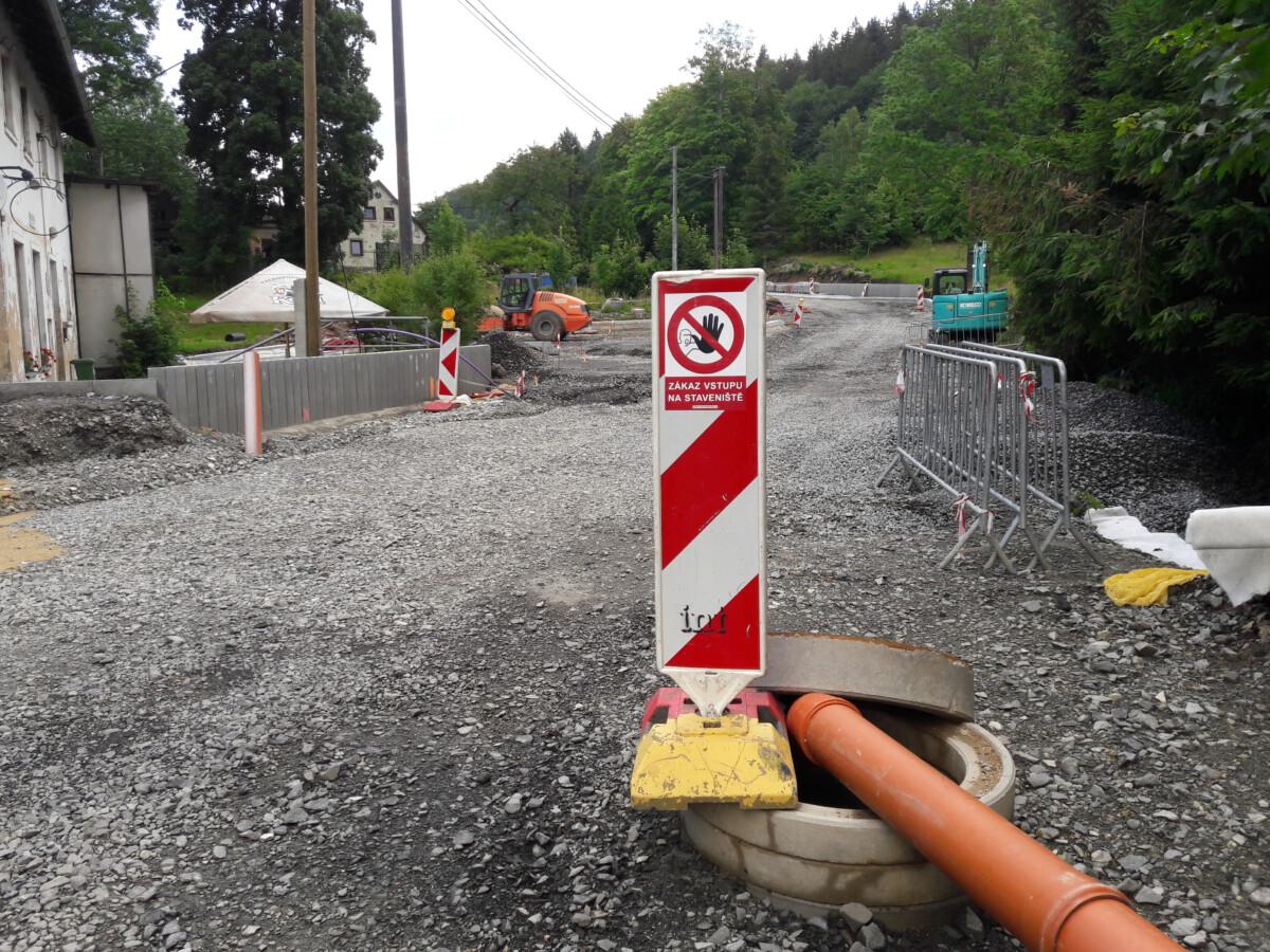Rekonstrukce silnice a drážní výluka