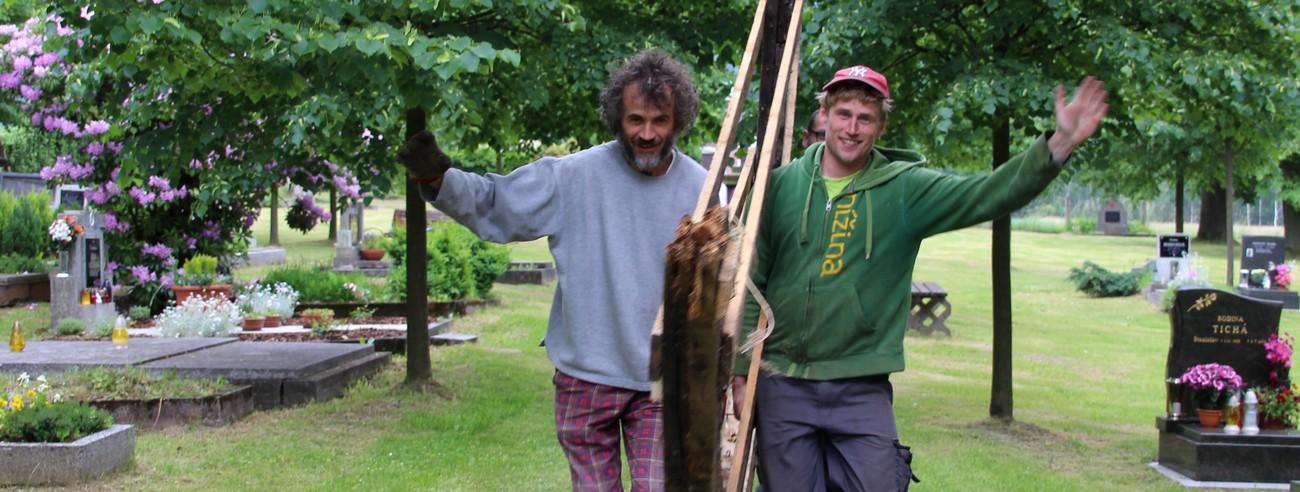 Práce na opravě hrobky rodiny Neuhäuser a Berger pokračují