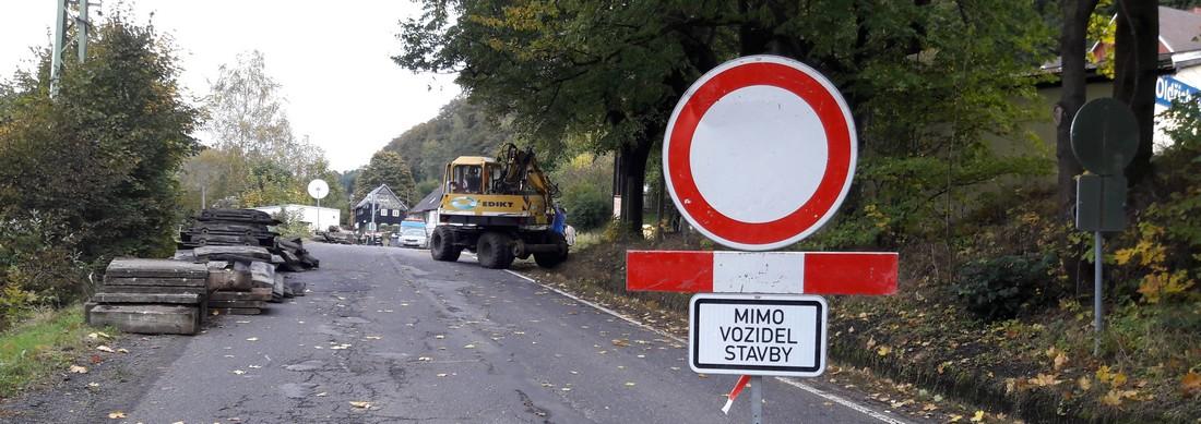 Opravy železničního přejezdu zatarasily cestu k volbám