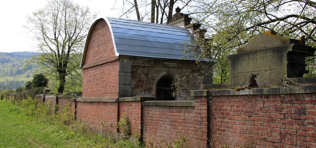 Hrobka má novou střechu